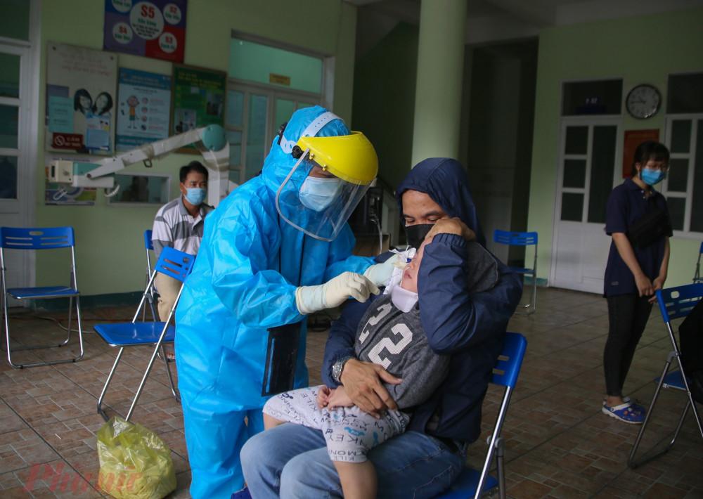Ngành y tế Đà Nẵng đang tiến hành lấy mẫu trên diện rộng