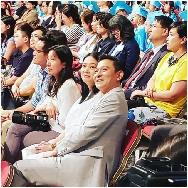 Hình ảnh hiếm hoi của Chu Lệ Thiên và Lưu Đức Hoa được ghi lại