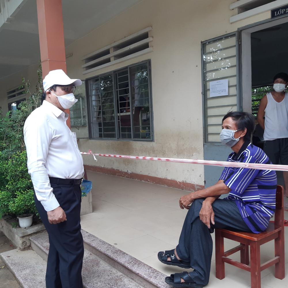 Chủ tịch Đà Nẵng đi thị sát tình hình chống dịch
