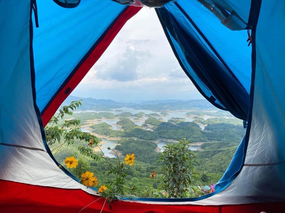 Nơi ấy được xem là điểm du lịch sinh thái lý tưởng cho những người yêu thiên nhiên, yêu sự hoang dại của rừng núi.
