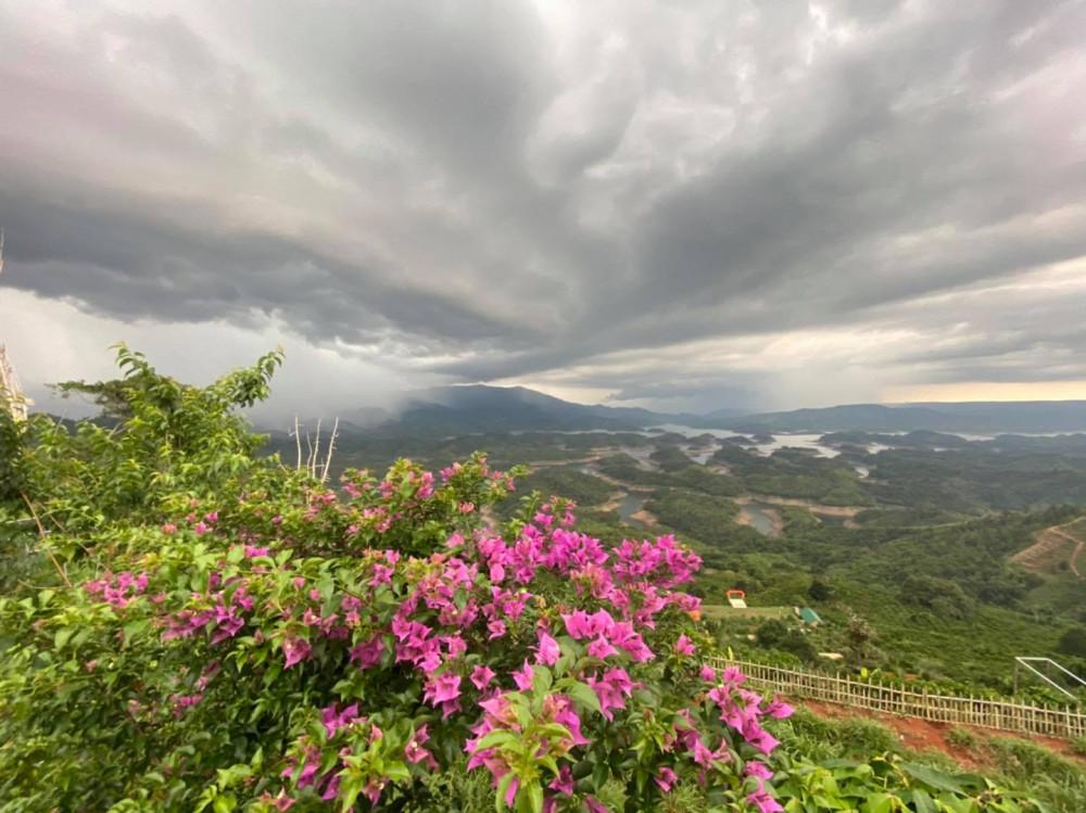 Ngoài tên gọi Tà Đùng như nhiều người thường gọi, hồ này còn có tên gọi khác là hồ thủy điện Đồng Nai 3. Sở dĩ có tên gọi này là vì hồ này là một trong những hồ chính nằm trong hệ thống thủy điện của xã Đắc P'lao.