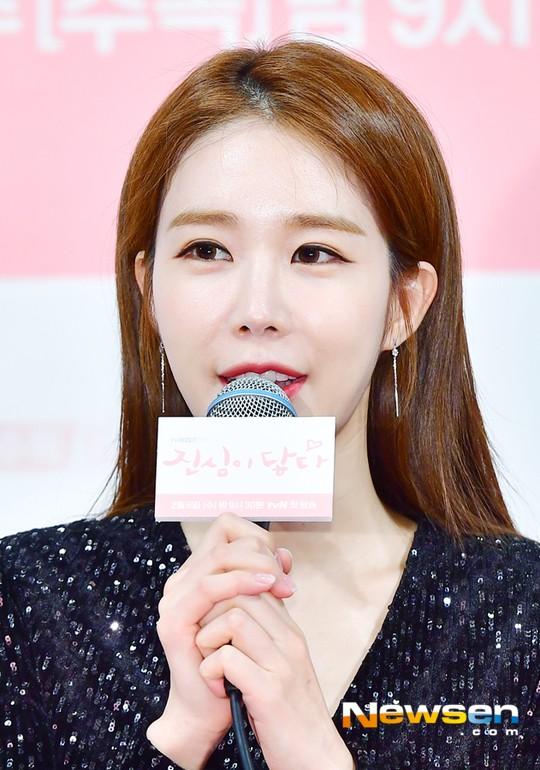 Yoo In Na được khán giả khen ngợi cho hành động đẹp, hỗ trợ người dân vùng lũ.