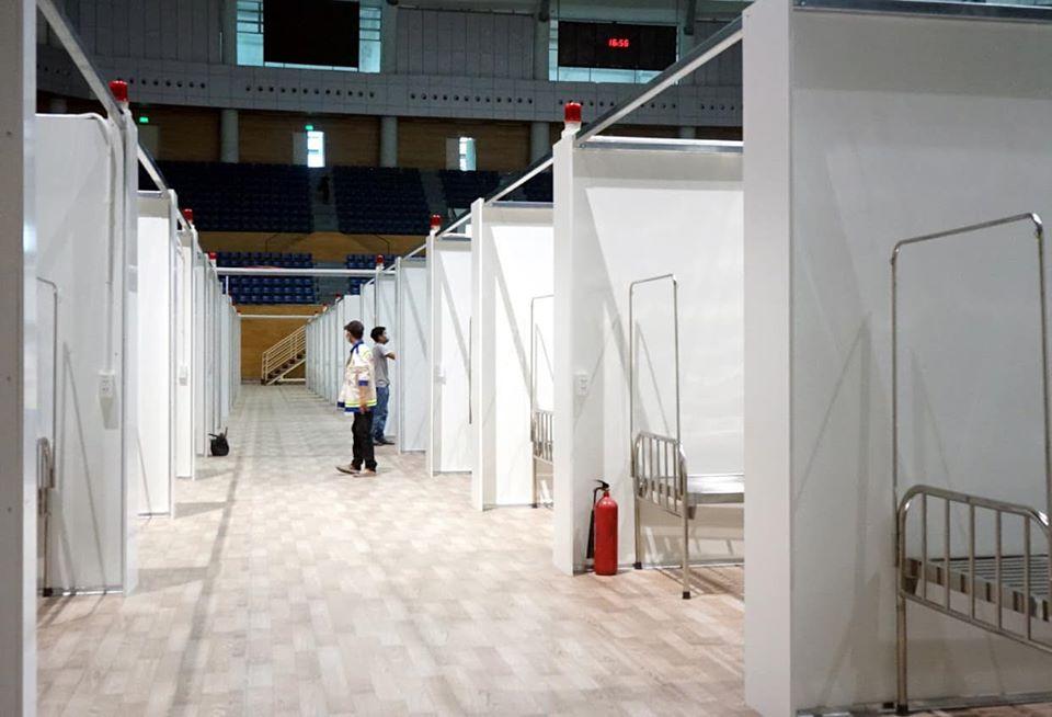 Bà Trần Thanh Thủy - Phó giám đốc Sở Y tế TP Đà Nẵng đảm nhiệm chức vụ Giám đốc phụ trách bệnh viện về hậu cần, tổ chức.Bệnh viện có quy mô hơn 700 giường bệnh bao gồm sàn 240 giường, hành lang tầng hai và tầng ba khoảng 500 giường.