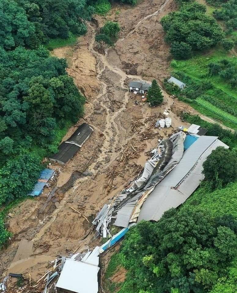 Sạc lở đất tại các tỉnh Gyeonggi và Chungcheong.