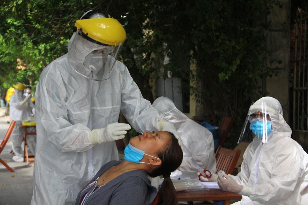 Trong khi người dân cùng các ban ngành liên quan nỗ lực chống dịch, thì một số nơi vẫn sợ rằng, có bệnh nhân nhiễm COVID-19 sẽ mang tai tiếng