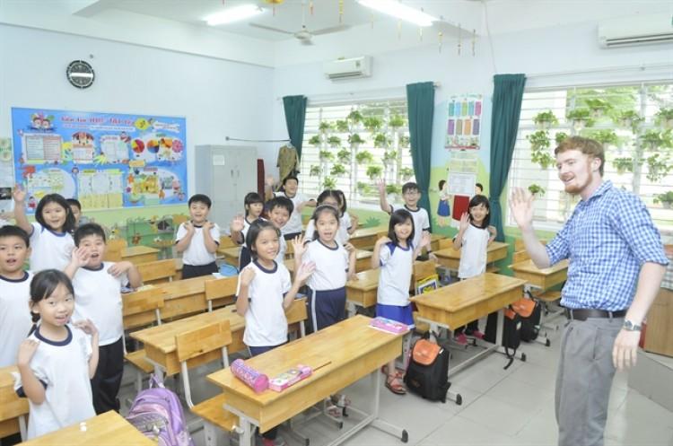 Học sinh tiều học tại TP.HCM trong giờ học tiếng Anh