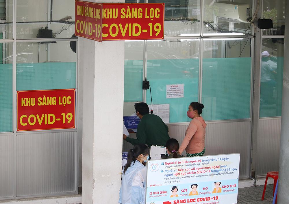 Khu vực khám sàng loc COVID-19 tại Bệnh viện Chợ Rẫy TPHCM