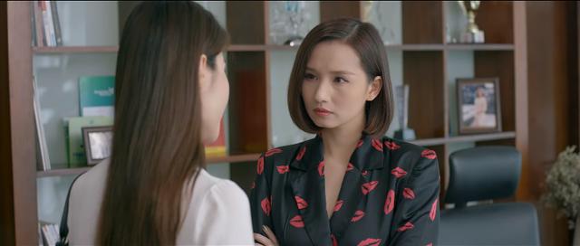 Tuệ Lâm trên phim mải mê theo đuổi chuyện tình cảm với Minh, tìm cách hại Linh.