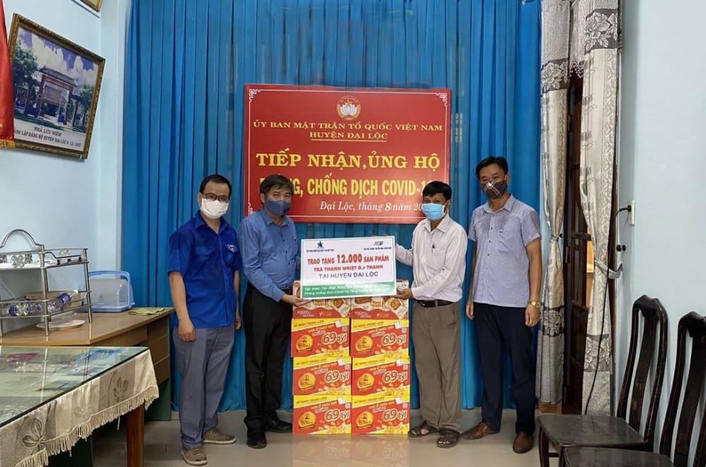 12.000 sản phẩm Trà thanh nhiệt Dr Thanh cũng được trao tặng đến chính quyền và người dân huyện Đại Lộc ngay trong sáng nay. Ảnh: THP cung cấp