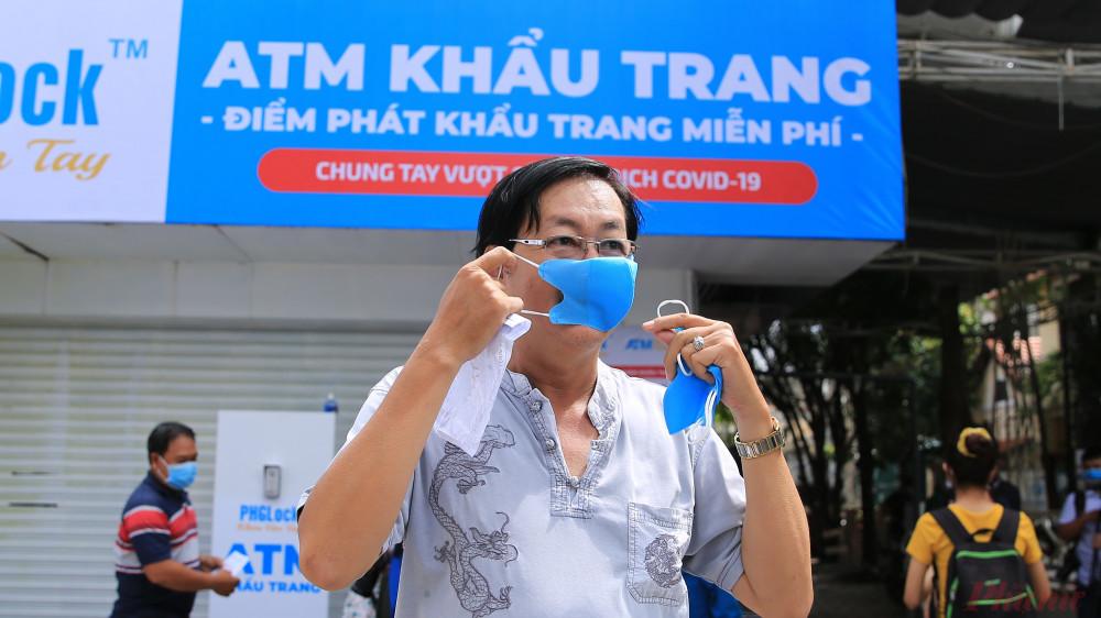 ATM phát khẩu trang miễn phí chính thức hoạt động sáng nay, 6/8, tại quận Tân Phú, TPHCM