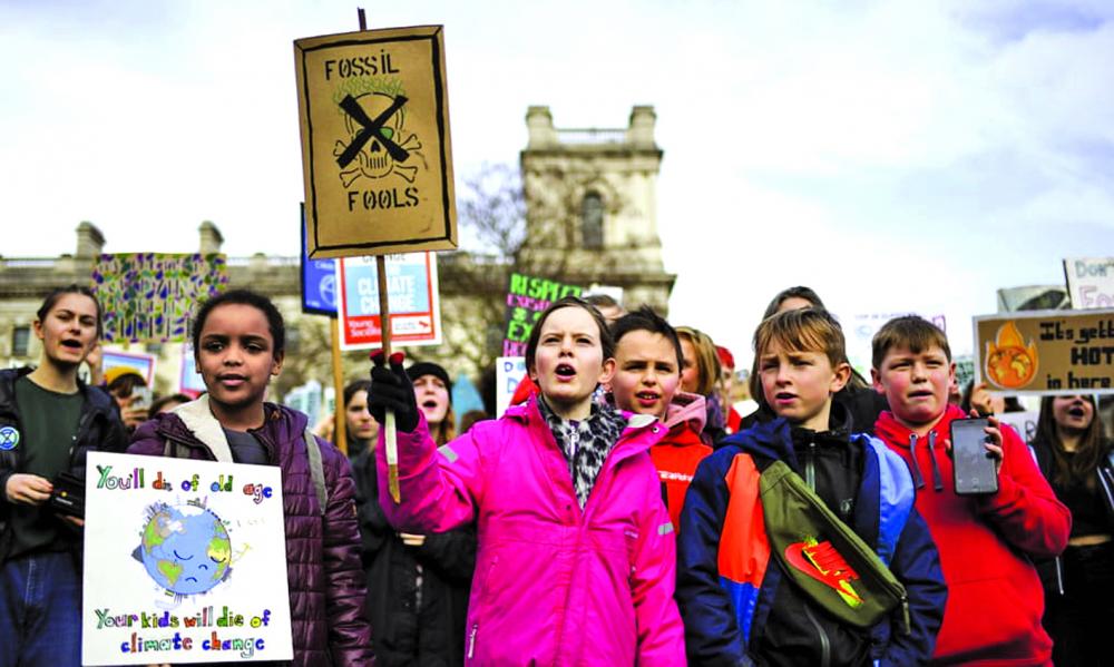 Trẻ em tập trung tại Quảng trường Quốc hội ở London (Anh) để phản đối biến đổi khí hậu vào tháng 2/2020 - Ảnh: AP