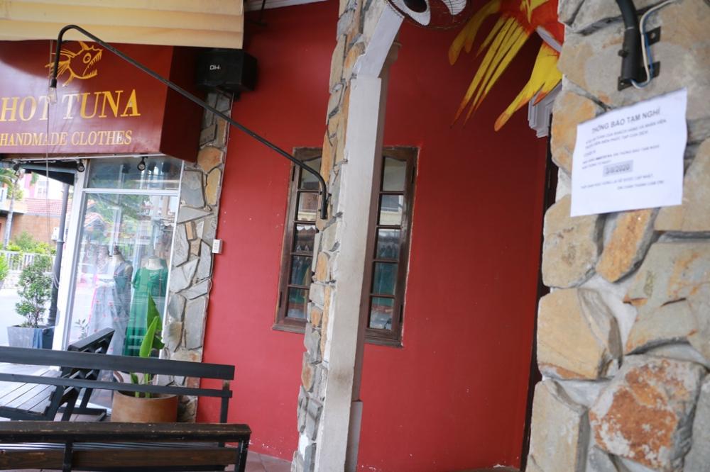 Tại nhà hàng bar Hot TuNa tại ngã tư phố  Chu Văn An - Võ Thị Sáu vổn nổi tiếng có rất đông khách vão mỗi đêm cũng đã có thông báo quán tạm nghỉ