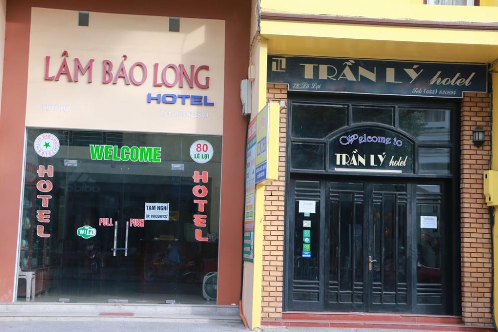 Trong khi đó một vài khách sạn tư nhân ở tuyến phố Lê Lợi cũng thống báo tạm nghỉ vì không có khách lưu trú