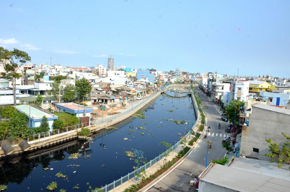 Đoạn kênh Tân Hóa - Lò Gốm ngang qua Q.6 - Ảnh: Phùng Huy