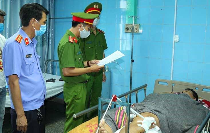 Tài xế Toán đang điều trị tại Bệnh viện Cu Ba TP. Đồng Hới