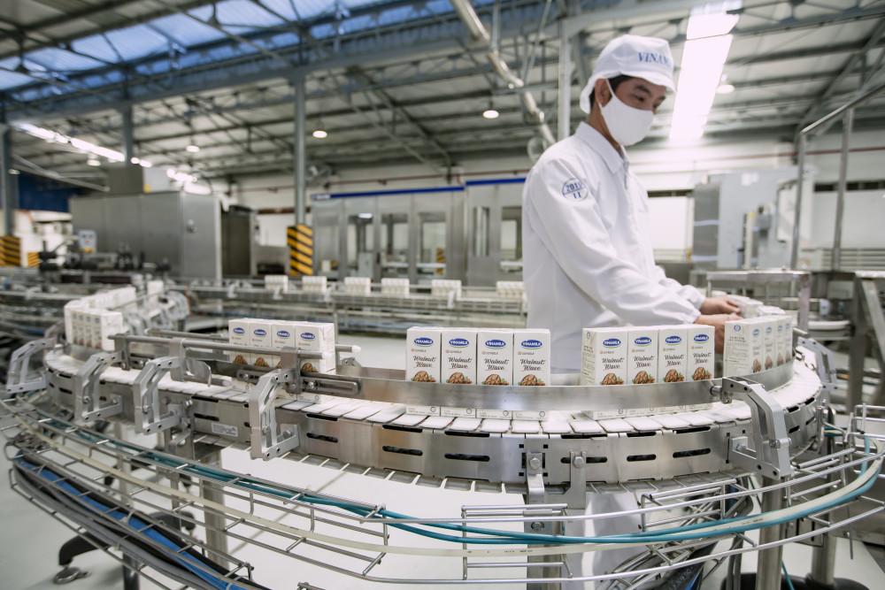 Các nhà máy có năng lực sản xuất lớn, đạt chuẩn quốc tế giúp Vinamilk đáp ứng nhu cầu ngày càng cao của người tiêu dùng trong nước và xuất khẩu