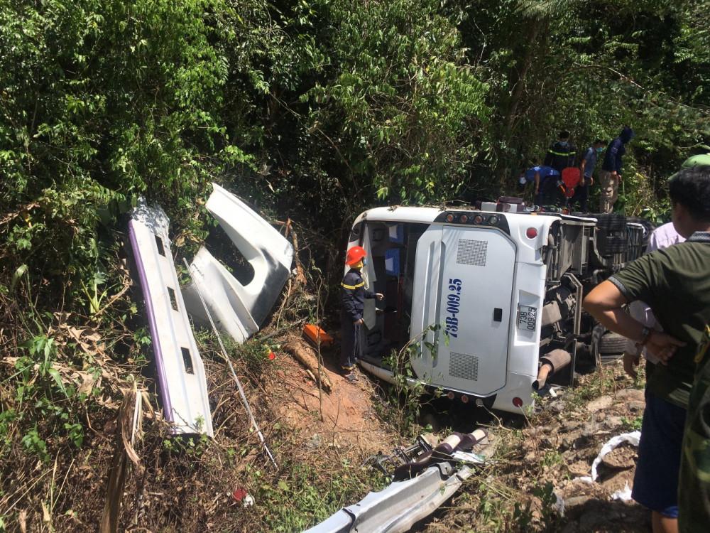 Hiện trường vụ tại nạn nghiêm trọng khiến 15 người chết, 22 người bị thương