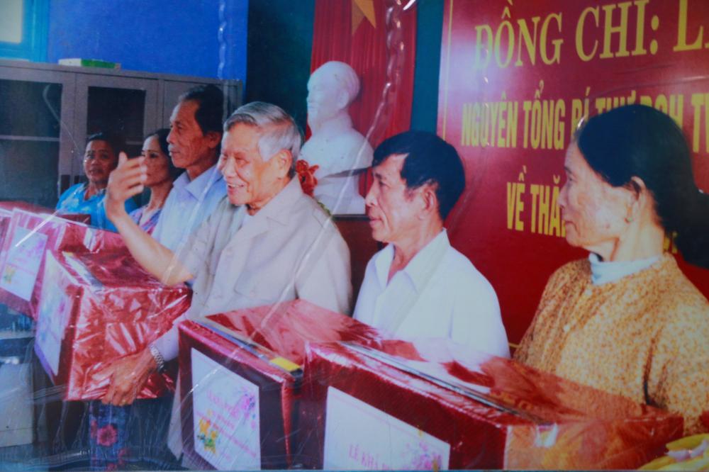Bác Lê Khả Phiêu ngày về khánh thành Nhà văn hóa làng Rồng  thôn An Hải thị trấn Thuận An