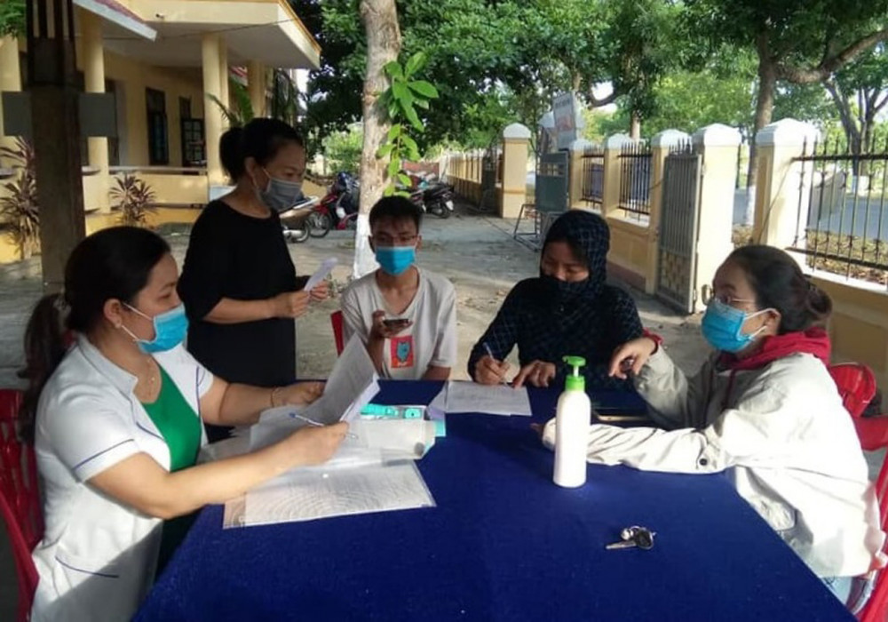 Tiến hành lấy thông tin dịch tễ đối với những người trở về từ Đà Nẵng tại Quảng Trị