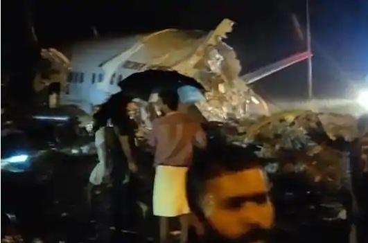 Theo nguồn tin ban đầu, một trong hai phi công đã thiệt mạng và nhiều hành khách bị thương.