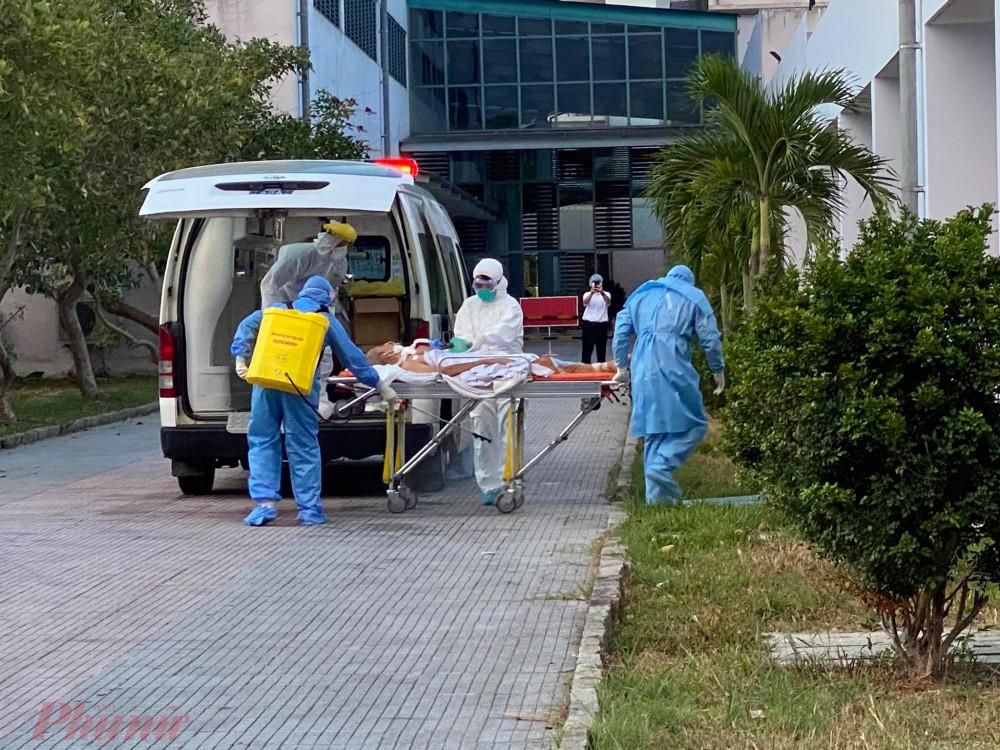 Hiện tại cở Cơ sở 2 Bệnh viện T.Ư Huế đang điều trị 19 ca dương tính trong đó có 3 bệnh nhân rất nguy kịch, 3 bệnh nhân rất nặng và 13 bệnh nhân bệnh nặng