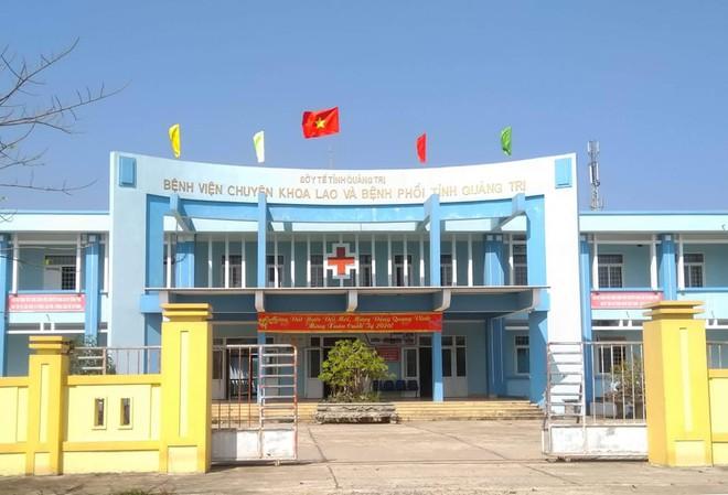 Bệnh viện Lao phổi Quảng Trị, nơi hai đang đeièu trị cách ly hai bệnh nhân nhiễm COVID-19