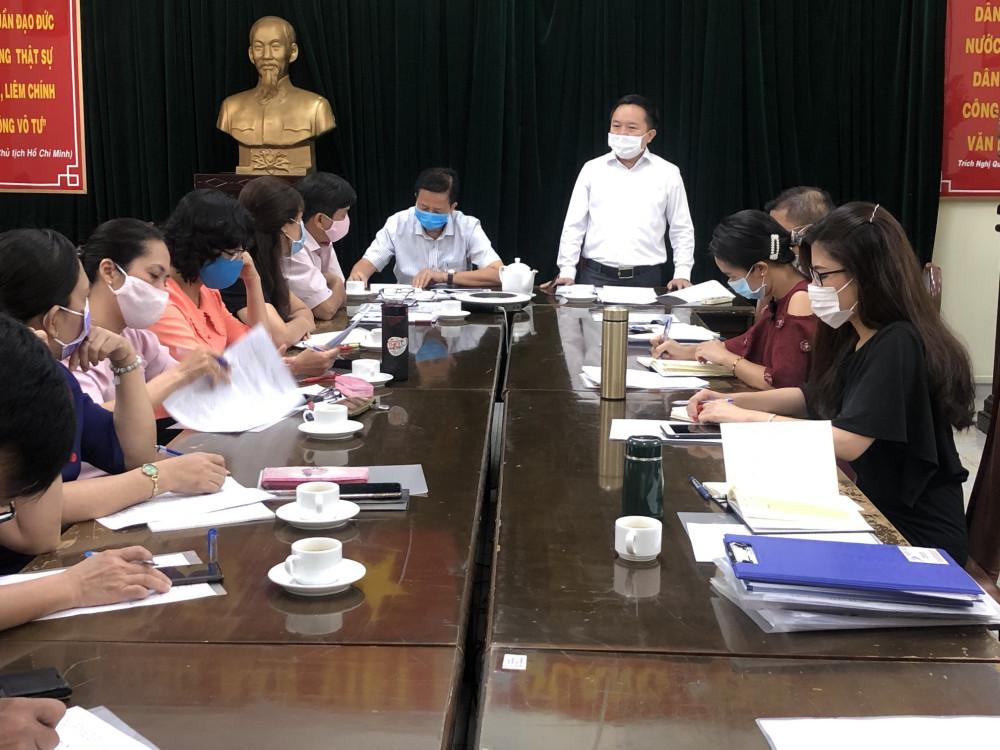 Ông Từ Lương - Phó giám đốc Sở Thông tin và Truyền thông TPHCM - báo cáo tại buổi giám sát ngày 7/8. Ảnh: Quốc Ngọc