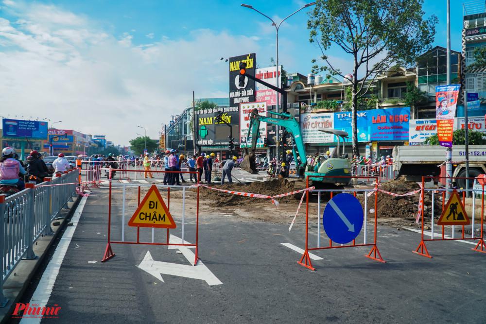 Đường Nguyễn Oanh nút giao với đườg Phan Văn Trị được rào chắn thi công