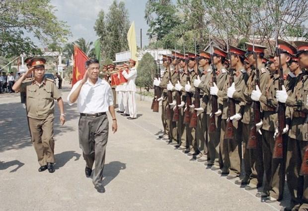 Tổng Bí thư Lê Khả Phiêu thăm Sư đoàn không quân 370, ngày 19/2/1998, tại Cần Thơ- Ảnh: Cao Phong/TTXVN
