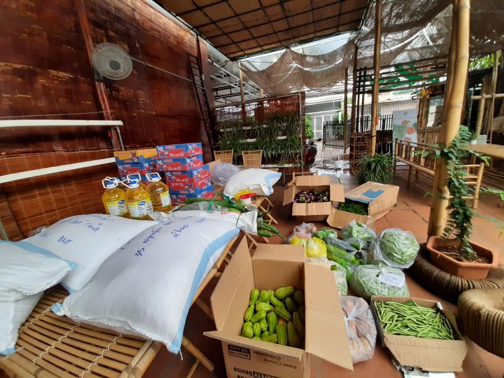Chỉ sau vài tiếng đầu hồ kêu gọi quyên góp, chị Thanh đã nhận được hàng tấn rau củ các loại do mọi người ủng hộ