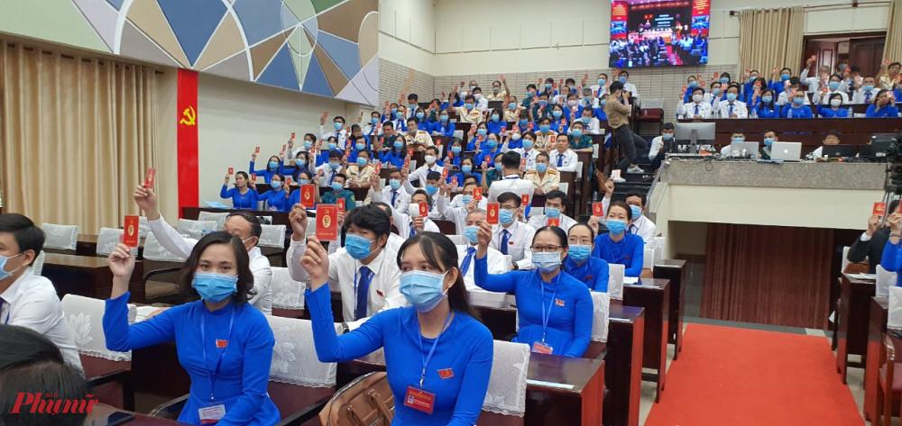 Đại biểu tham gia biểu quyết tại Đại hội