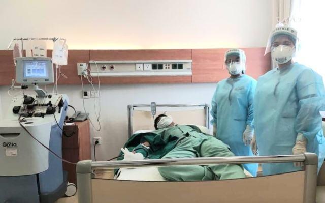 Nam bác sĩ hiến huyết tương cứu bệnh nhân COVID-19