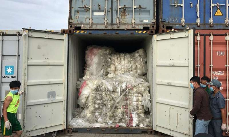 Nhiều nước châu Á như Indonesia, Malaysia, và đặc khu Hồng Kông quyết định gửi trả những lô hàng chất thải nhập cảnh trái phép vào các quốc gia này.