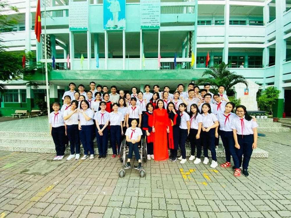 Phạm Bảo Phi và các bạn Trường THCS Tùng Thiện Vương (Q.8) trong ngày tổng kết năm học