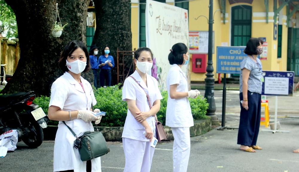Nhân viên y tế có mặt tại các điểm thi của TP.Hà Nội từ rất sớm