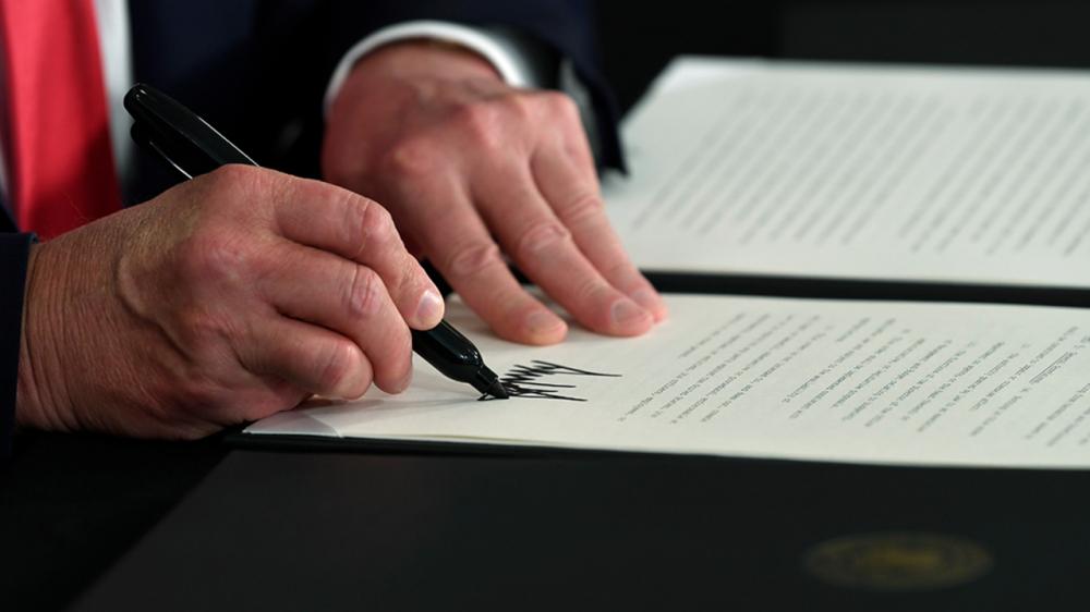 Tổng thống Trump mới ký 4 sắc lệnh hành pháp tuyên bố cứu trợ cho người thất nghiệp, người thuê nhà và sinh viên vay tiền - Ảnh: Fox News