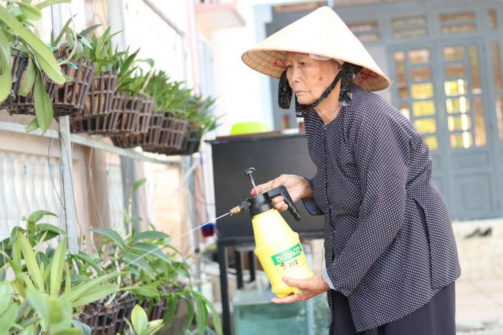 Dù sức khỏe đã yếu, nhưng mỗi ngày bà Tám Mẽo vẫn làm việc như một thói quen