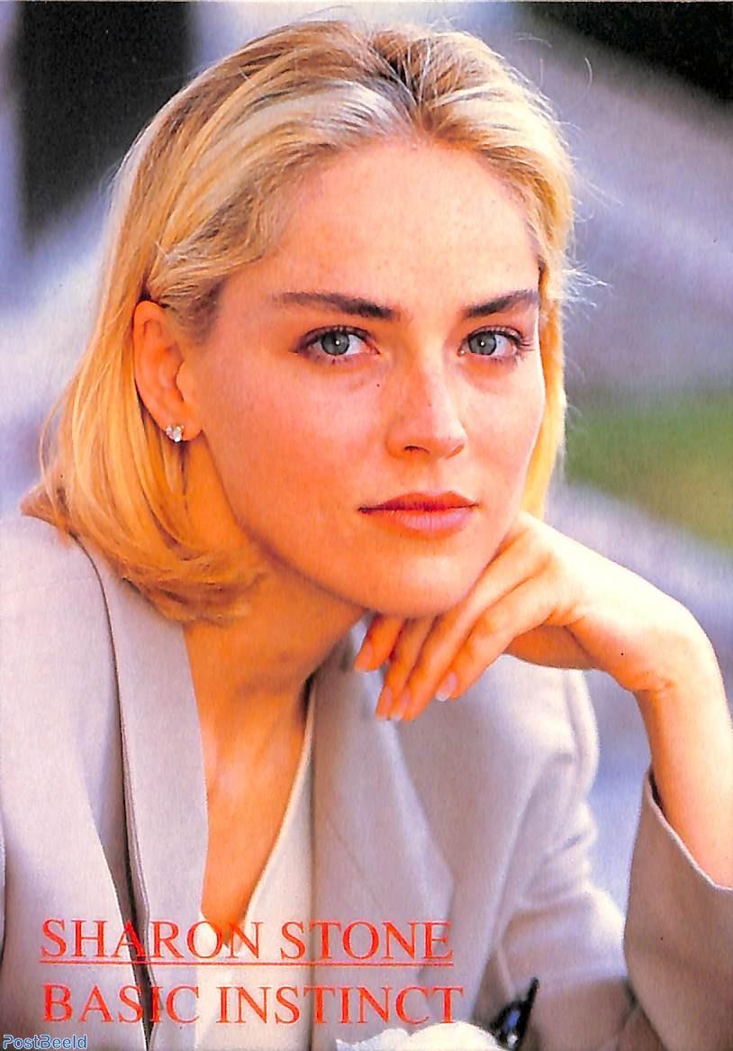 Hình ảnh nữ diễn viên trong Basic Instinct, ra mắt năm 1992. Một trong những bộ phim thành công nhất trong sự nghiệp của nữ diễn viên.