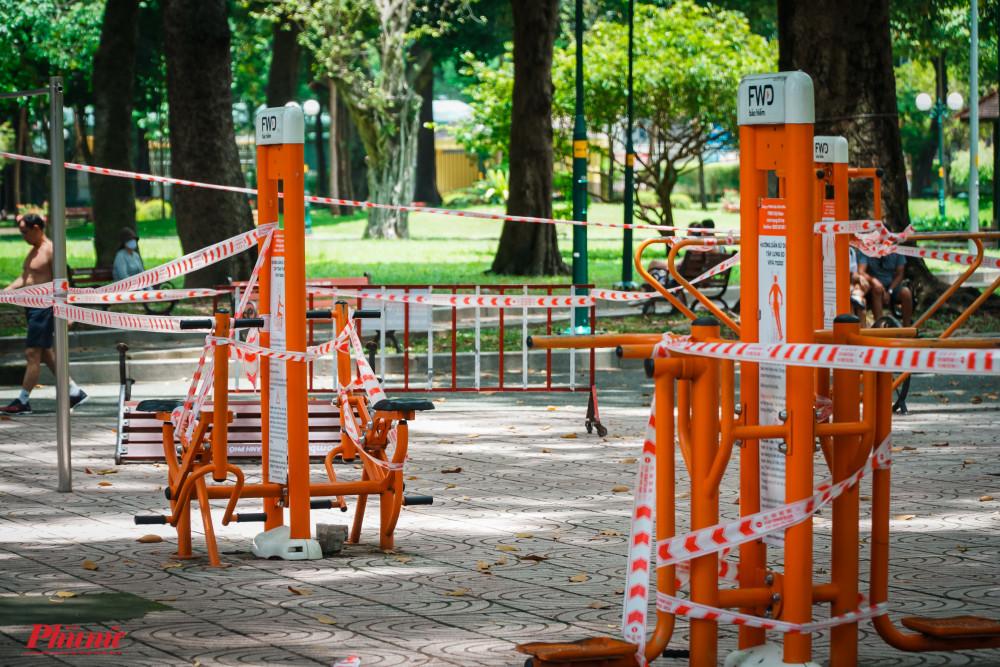 Tuy nhiên, một vài trường hợp đã phá bỏ rào chắn, vào trong khuôn viên tạm ngưng