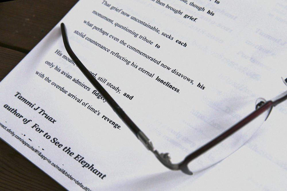 Một trong những bài thơ bà Truax viết cho bản tin về đại dịch COVID-19 hằng tuần của TP.Portsmouth (Hoa Kỳ) - Ảnh: AP