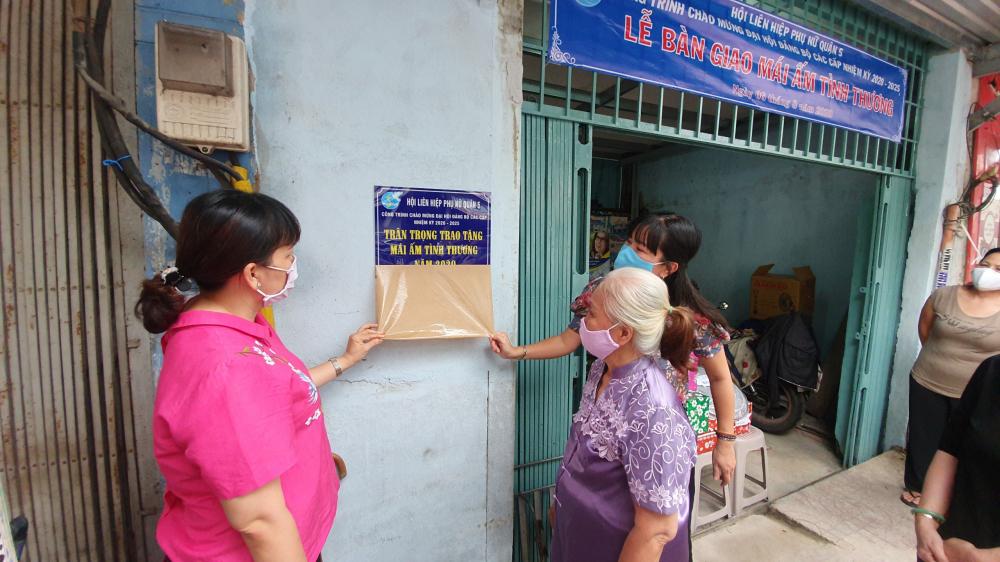 Mái ấm tình thương trao gia đình bà Lang là căn nhà thứ 33 mà Hội LHPN Q.5  trao tặng hội viên phụ nữ nghèo trong 5 năm qua.