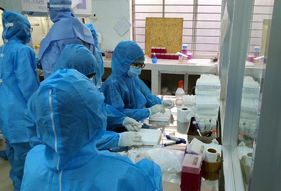 Ban đầu, năng lực xét nghiệm của Trung tâm Kiểm soát bệnh tật Đà Nẵng chỉ khoảng 500 – 700 mẫu/ngày, nhờ sự hỗ trợ và chuyển giao kỹ thuật, hệ thống máy móc tự động cũng như sự chi viện nhân lực từ Bộ Y tế giúp trung tâm có thể thực hiện từ 8.000 – 10.000 mẫu/ngày.