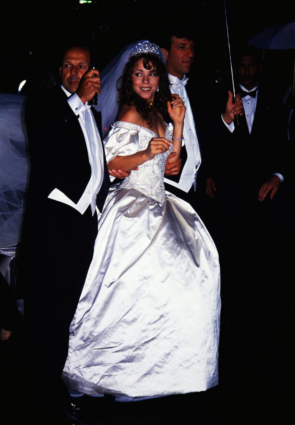 Mariah Carey và Tommy Mottola trong ngày cưới năm 1993