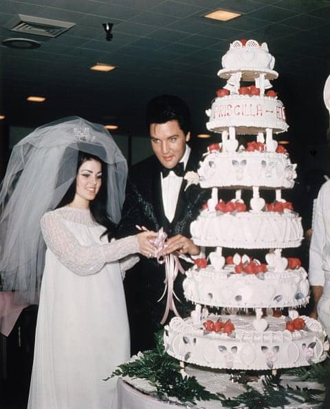 Elvis Presley với cô dâu Priscilla ở Las Vegas năm 1967.
