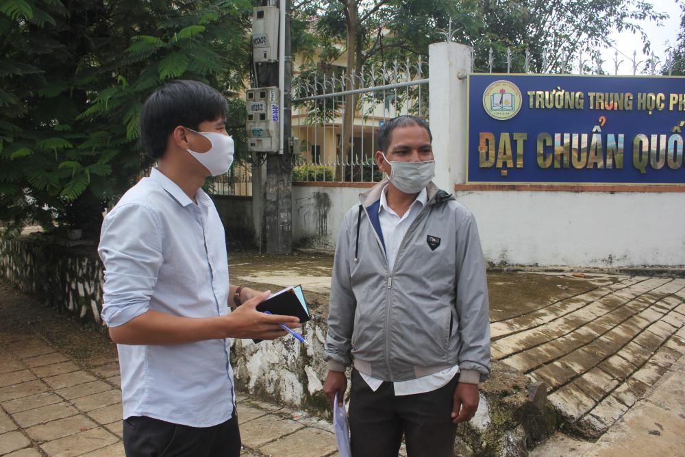 Dù hai lần rớt tốt nghiệp nhưng anh Rơ Châm Prunh vẫn tâm tiếp tục tham dự kỳ thi để lấy bằng tốt nghiệp