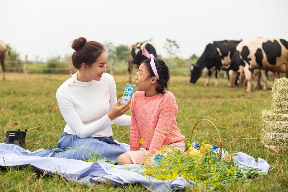 """Sữa tươi Cô Gái Hà Lan đạt chuẩn """"4 không"""" nên mẹ yên tâm về nguồn dinh dưỡng mà  con uống mỗi ngày. Ảnh: CGHL"""