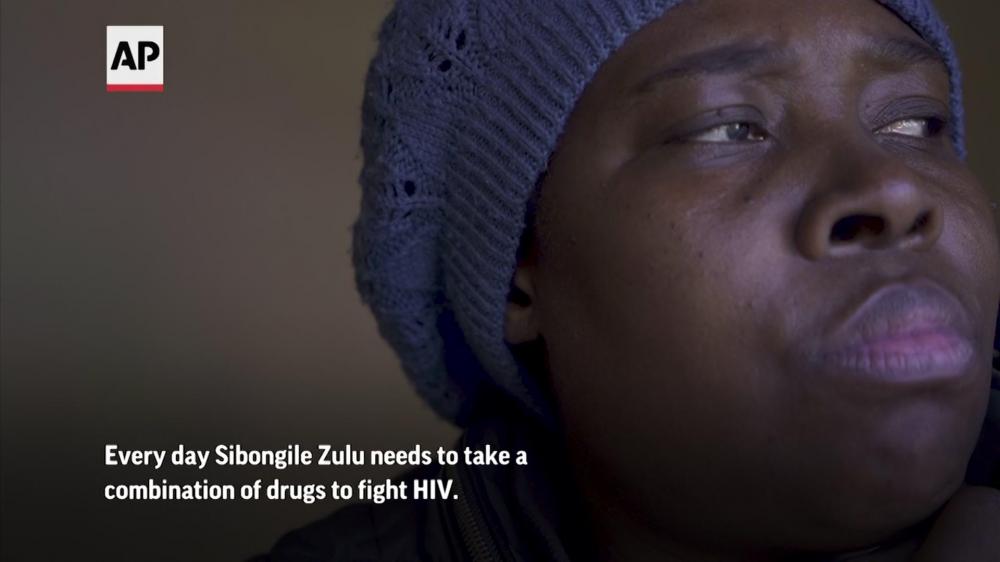 Sibongile Zulu cần uống thuốc ARV mỗi ngày để điều trị căn bệnh HIV - Ảnh: AP