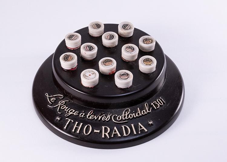 Mọi sản phẩm của Tho-Radia đều sử dụng radium bởi khả năng phát sáng vào ban đêm của nó.