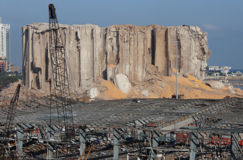 Các tháp ngũ cốc chứa lúa mì bị phá hủy trong vụ nổ ở cảng Beirut.