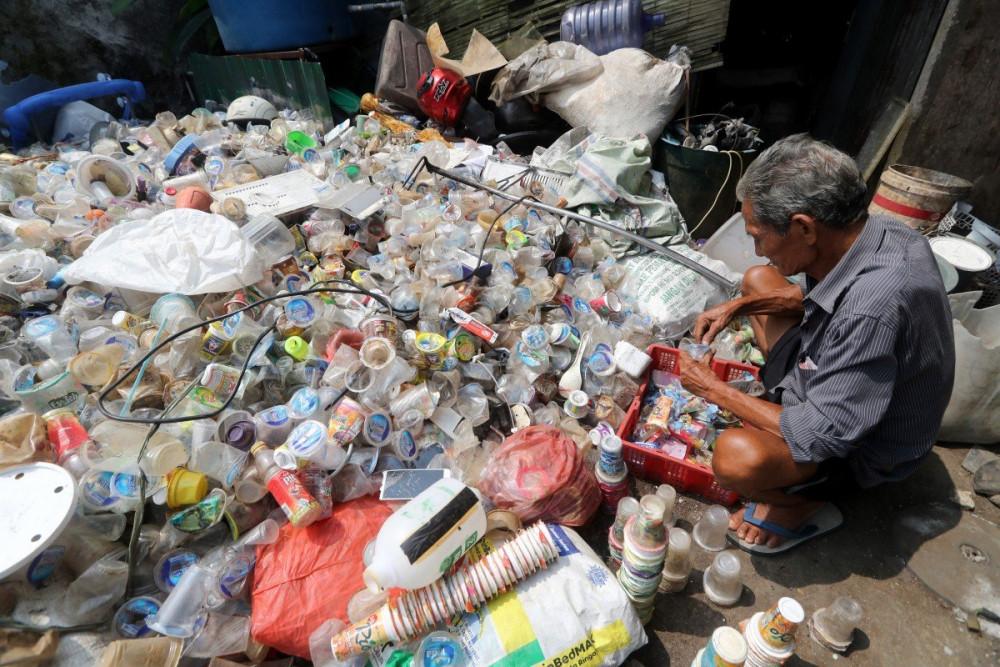 Lượng rác thải tăng đáng kể trong thời gian dịch bệnh do các hoạt động đặt hàng, thức ăn qua mạng, và cả rác thải y tế